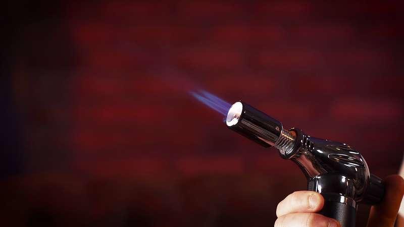 briquet chalumeau flamme bleue